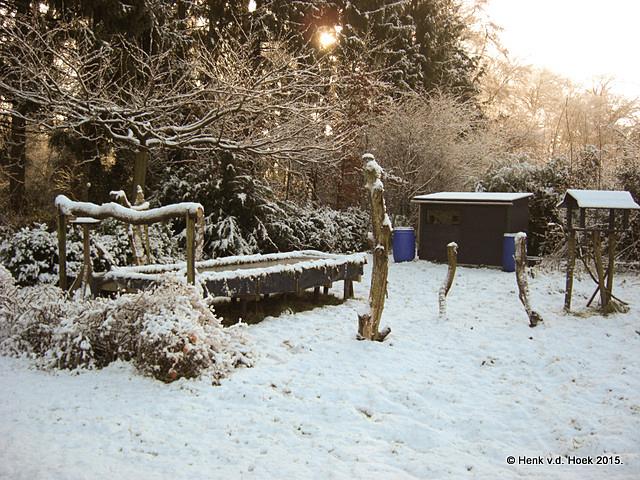 Hutje in sneeuwlandschap.